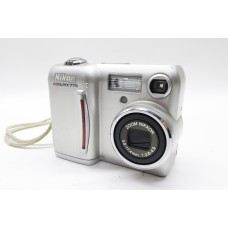 Nikon Coolpix 775 Zoom 2.1MP Digital Camera